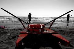 Räddningsaktionskridskon i stranden royaltyfri fotografi