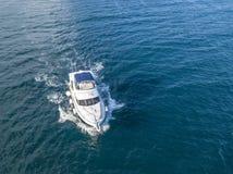 Räddningsmanskap för motoriskt fartyg för havsräddningstjänst som isoleras i ¼ för hav Ð Arkivfoto