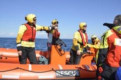 Räddningsmanskapet för armar för spanjorNGO Proactiva den öppna Royaltyfri Bild