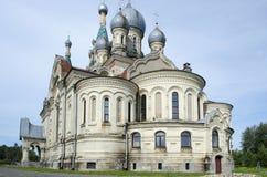 RäddningSpassky kyrka i den Kukoboy Yaroslavl regionen Russiaion royaltyfri fotografi