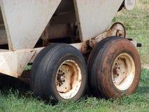 Räder auf Bauernhof Equipmen Stockfoto