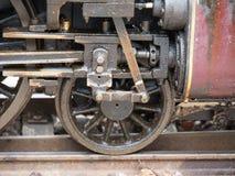 Räder der alten sich fortbewegenden Maschine Stockfoto