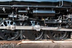 Räder der Weinlese-Dampf-Maschinen-Bewegung vorbei Stockfotografie