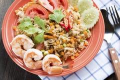 Räka stekte ris, stekte ris med räka, thailändsk mat Royaltyfri Bild