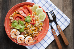 Räka stekte ris, stekte ris med räka, thailändsk mat Royaltyfria Bilder