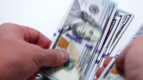 räkna manpengar stock video