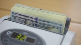 räkna maskinpengar arkivfilmer