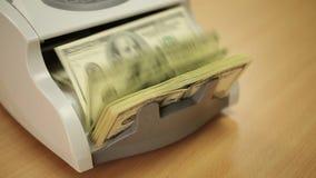 räkna maskinpengar stock video