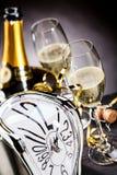 Räkna ner till midnatt på helgdagsafton för nya år Royaltyfri Bild