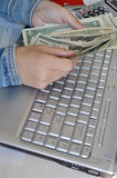 Räkna pengar Arkivfoto