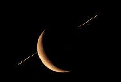 Räkna planet Jupiter vid moonen Arkivfoto