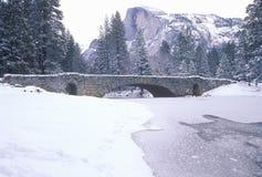 Räknad bro för Snow royaltyfri fotografi