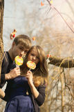 räknade godispar ha unga kyssar Arkivbild