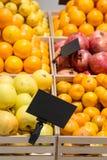 Räknare med frukt royaltyfri foto