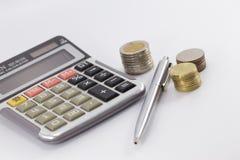 Räknemaskin penna, pengar Fotografering för Bildbyråer