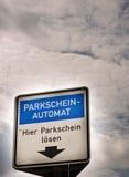 räkneverkparkeringssköld Fotografering för Bildbyråer