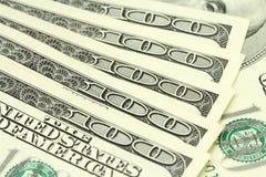 Räkningar av hundra dollar amenrikanskihbakgrund Royaltyfri Bild