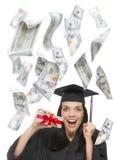 Räkningar för innehav $100 för kvinnlig doktorand- med många som faller runt om henne Royaltyfri Foto