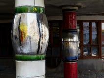Räkningen för kolonnen för försilvra, blå och röd kulör emaljlera den yttre arkivbild