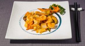 Räkor in dem sås med grönsaker, kryddig asiatisk mat Arkivfoto