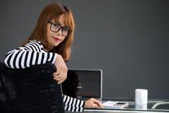 Rätselhafte Frau stockfotos