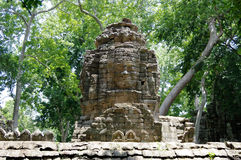 Rätselhafte Gesichttürme (Bayon-Lächeln) von Tempel Banteay Chhmar Stockfotografie