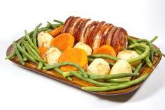 Rätsidasikt av stekgriskött och grönsaker Royaltyfri Foto