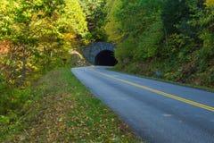 Rättfram bergtunnel, Virginia, USA fotografering för bildbyråer