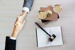 Rättvisaadvokat Legal Trust i Team Lawyer av lagsegern fallet l arkivbilder