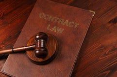 Rättvisaauktionsklubba på lagboken Arkivfoto
