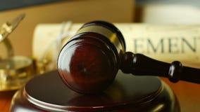 Rättvisabosättning i försökdomstolen som söker syste för lag för sanningsdomdomstol laglig arkivfilmer