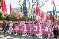 01.05.2014 rättvisamarsch i Kiev. Internationella bekanta arbetares dag (också som den Maj dagen) Royaltyfria Bilder
