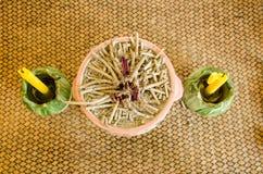 Räuchergefäß und Kerzen stockbilder