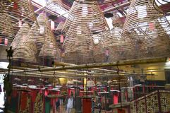 Räucherstäbchen im buddhistischen Tempel Lizenzfreies Stockfoto