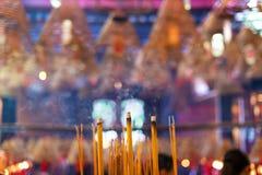 Räucherstäbchen im Mann Mo Temple, Hong Kong lizenzfreie stockfotos