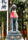 Rävstaty på den Fushimi-Inari relikskrin 3 Arkivfoto