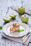 Rå äpplekaka för strikt vegetarian Royaltyfri Bild