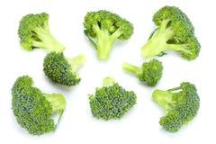 Rå broccoli på vit bakgrund Arkivbild