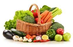 Rå grönsaker i vide- korg på vit Fotografering för Bildbyråer
