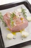 Rå grisköttfransyska på en bakplåt Royaltyfri Fotografi