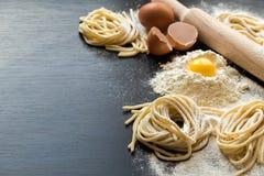 Rå hemlagad pasta Arkivfoto