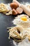 Rå hemlagad pasta Royaltyfria Bilder
