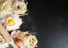 Rå hemlagad pasta Royaltyfri Bild