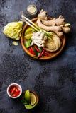 Rå ingredienser för kryddiga Ramennudlar med champinjoner Fotografering för Bildbyråer