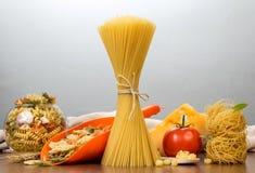 rå italiensk pasta för abstrakt bakgrund Royaltyfri Foto