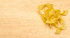 Rå italiensk tagliatelle- eller Fettuccinepasta Fotografering för Bildbyråer