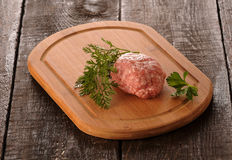 Rå köttfärslimpa Fotografering för Bildbyråer