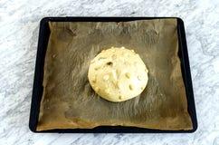 Rå kaka med mandlar Arkivbild