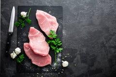 rå kalkon för meat Nya skivade kalkonköttsteakes arkivfoto