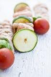 Rå kebaber med höna och grönsaker Fotografering för Bildbyråer